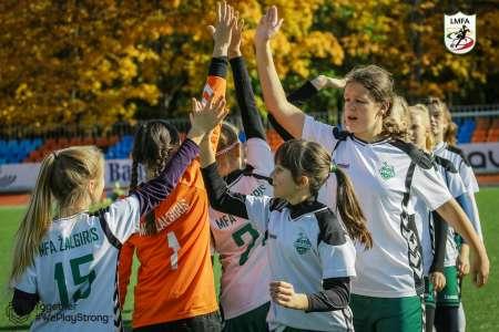 mergaiciu-futbolo-cempionato-2006-m-zenku2-mazinta-8656.jpg